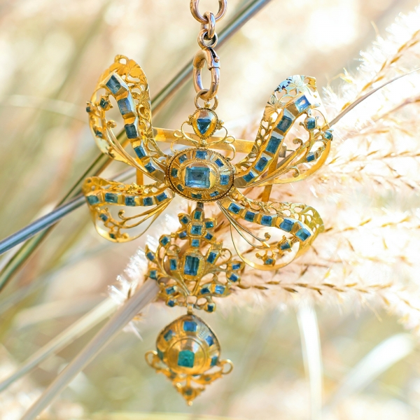 18th c Iberian Emerald Lazlo Sévigné Stomacher Brooch-Pendant in 18k Yellow Gold