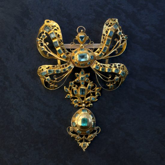 18th c Spanish Iberian Emerald Pendant 18k Gold