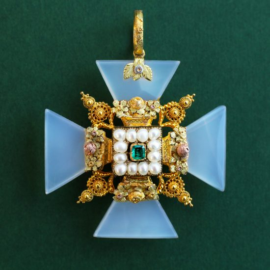 c. 1820s Georgian Maltese Cross Colored Gold Cannetile Emerald Chalcedony