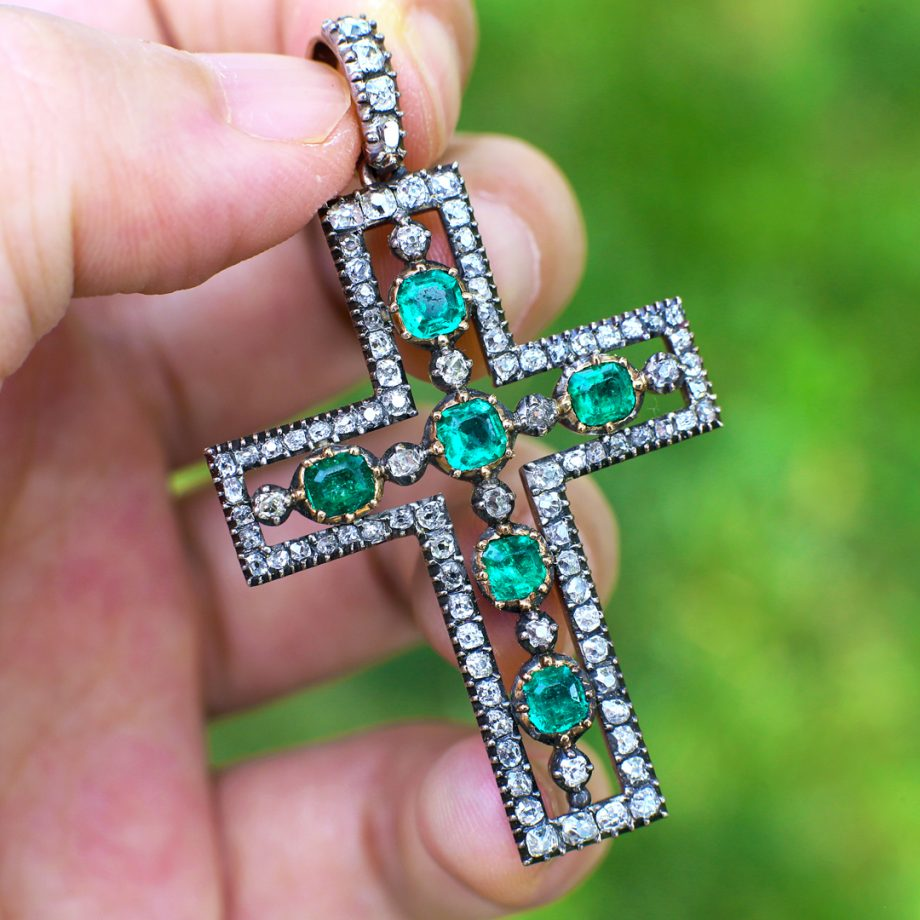 Georgian emerald cross