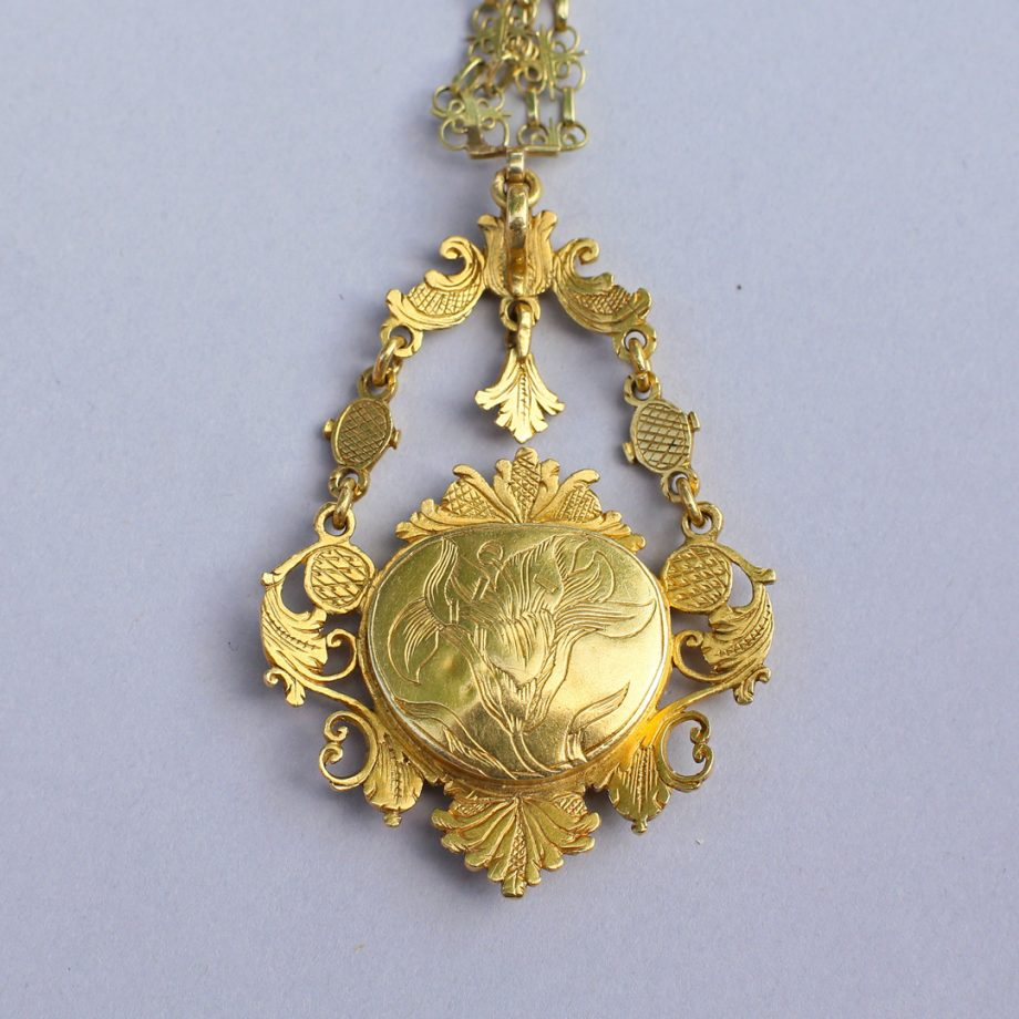 17th century gold pendant